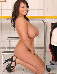 Wicked nurse Leanne Crow is strapped in good with her Tetas
