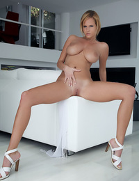 Tall and lean model with shaved pubic bush and round ass enjoys her work. - Raylene A - Esuberante